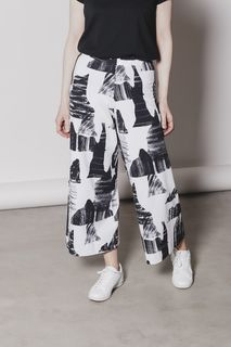 Aarre Woman SS20 Axel Culottes Mountains BW